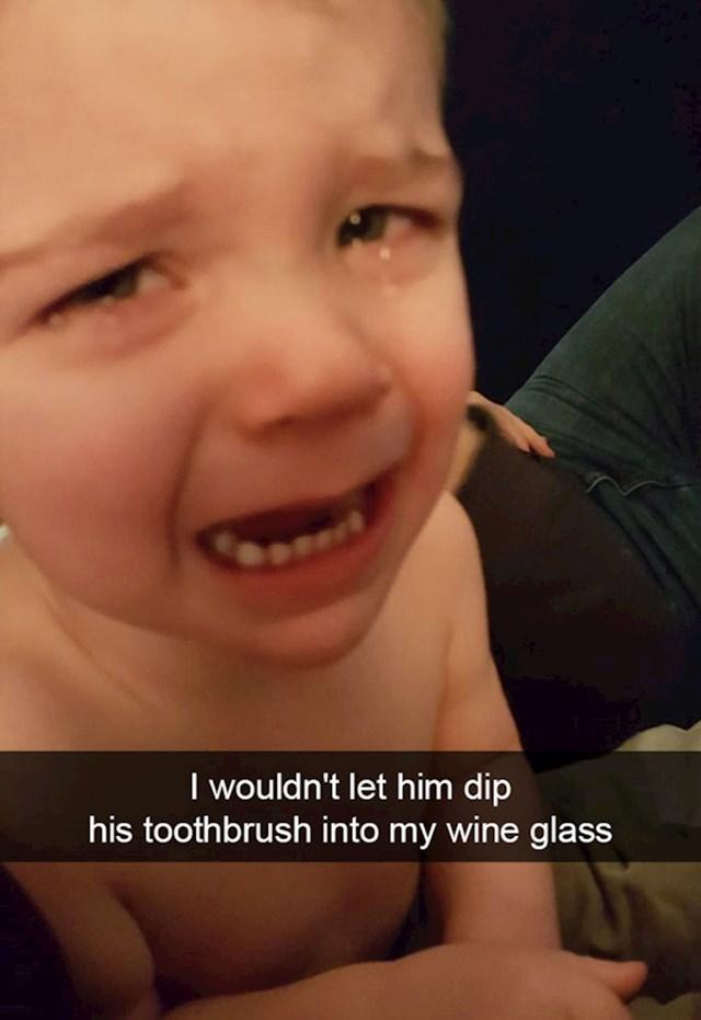 6. Nisam mu dozvolio da umače moju četkicu za zube u vino.
