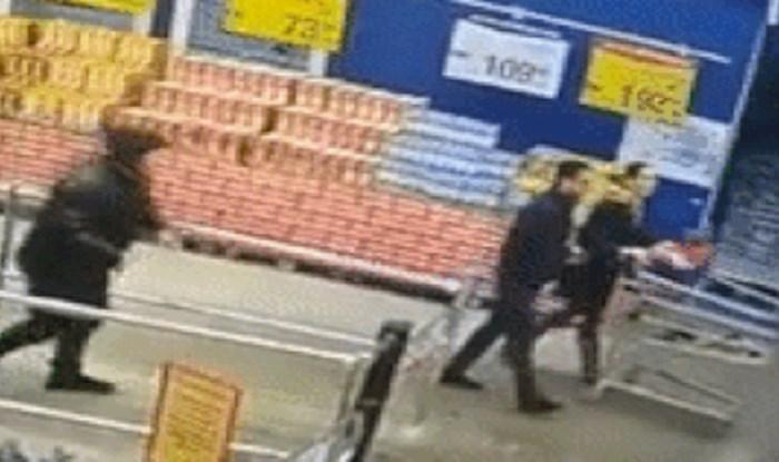 Nadzorna kamera u supermarketu snimila je fail smotanog kupca na izlazu