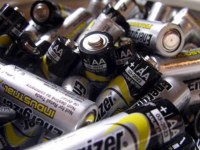 7. Koristite baterije koje se mogu puniti