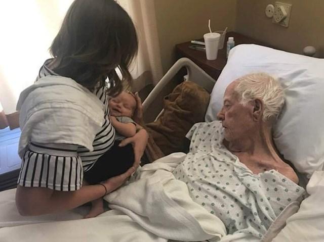 """3. """"Moj je djed nekoliko sati prije svoje smrti uspio nasmijati svojeg novorođenog praunuka."""""""