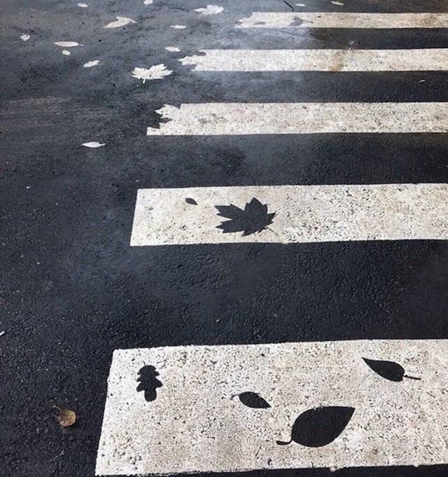 17. Pješački prijelaz s motivima jeseni u Rusiji