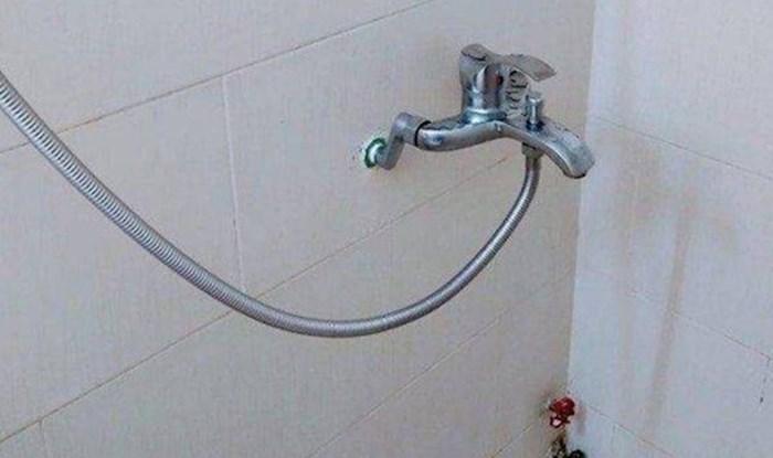 Tuširanje u ovoj kupaoni pravi je ruski rulet, pogledajte što je iznad tuš kabine