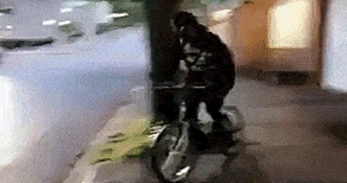 Lik je na genijalan način spojio bicikl i parkour, zadivit će vas ono što može
