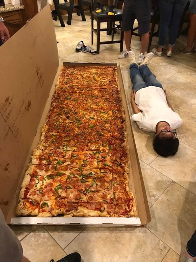 10. Ako si dozvoljavate samo jednu pizzu tjedno, barem se potrudite da bude velika!😜