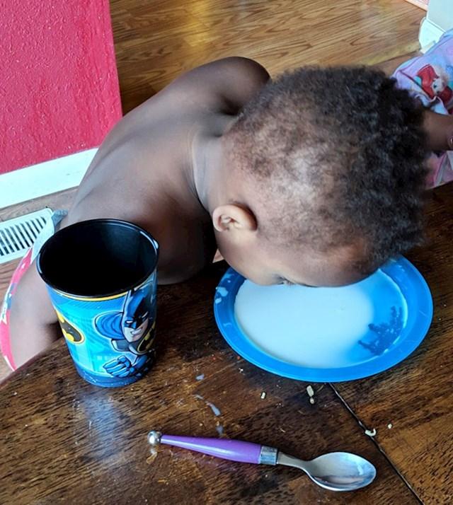 """#1 """"Moj sin odbija piti mlijeko iz šalice."""""""