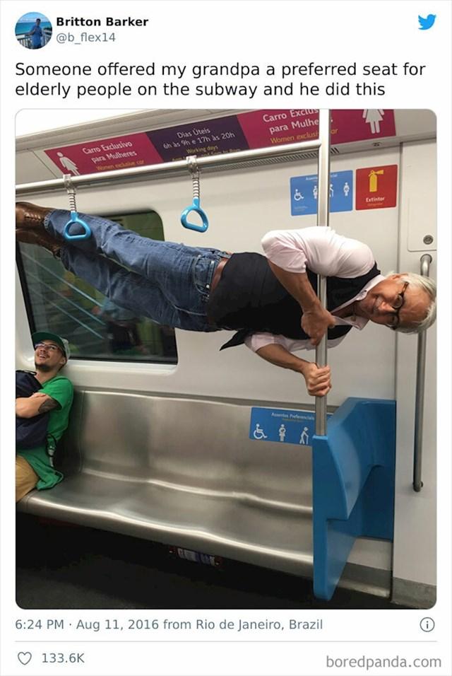 23. Netko mu je ponudio da sjedne umjesto njega u podzemnoj. Ovako je reagirao.🤣