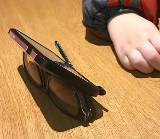 #9 Sunčane naočale mogu biti stalak za mobitel.