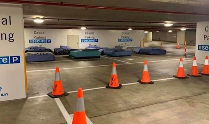 Ovo parkiralište noću se pretvara u sigurno prenočište za beskućnike
