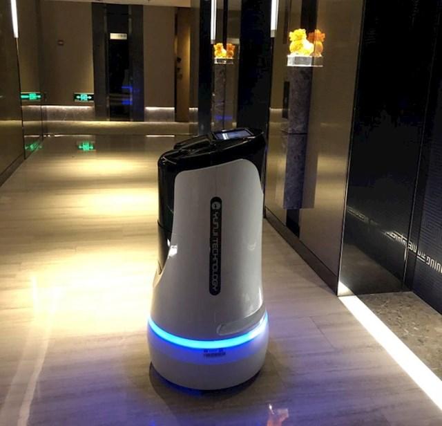 Ovaj robot gostima dostavlja vodu.