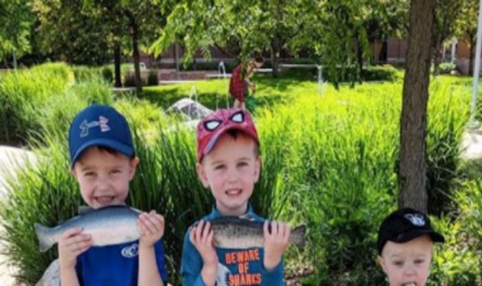 Obiteljska fotografija postala je viralni hit, pogledajte što je napravio najmlađi brat