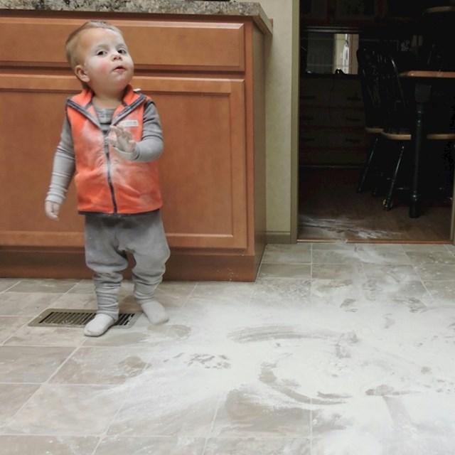 """""""Moj sin je upravo napravio nered. Ovo je njegovo """"samo da ti objasnm"""" lice. """""""