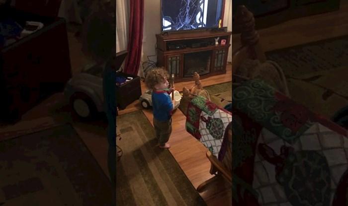 VIDEO Klinac je čekićem razbio novi televizor, pogledajte koga je okrivio