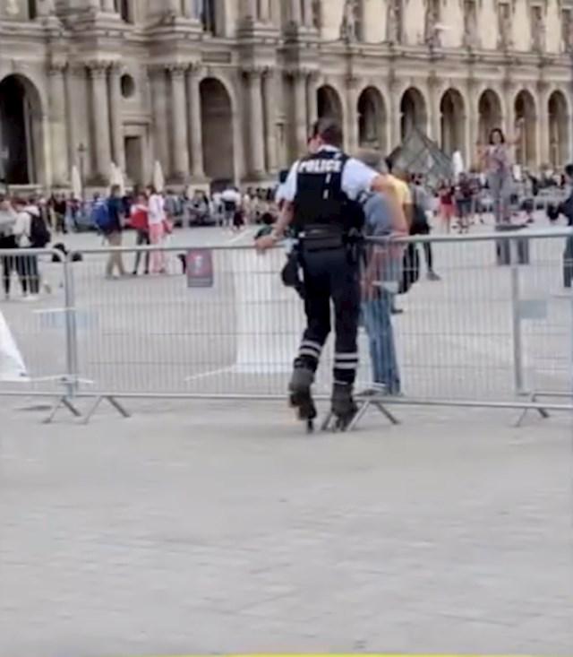 #10 Francuski policajac u rolama.