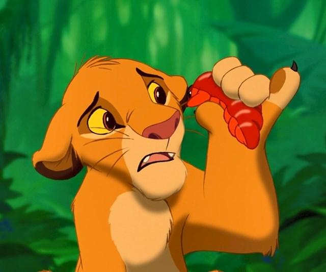 #5 U filmu The Lion King (1994), Simba jede bubu s podignutim malim prstom, što ukazuje na njegov način ponašanja, budući da je iz kraljevske obitelji.