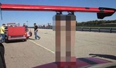Spojler na ovom automobilu sigurno plijeni poglede gdje kod da prođe