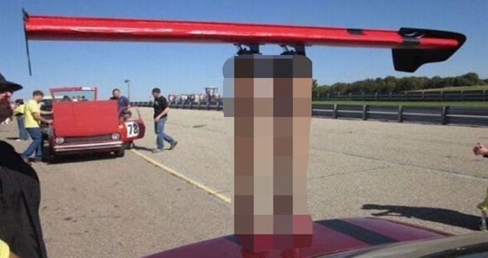 Spojler na ovom automobilu sigurno plijeni poglede gdje god da prođe