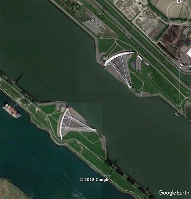 """""""Ogromna vrata koje štite Rotterdam od Sjevernog mora. Kakav nevjerojatan tehnički podvig."""""""