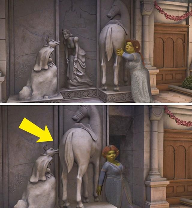 #6 U Shreku trećem (2007), Kip Fioninog oca, kada otvori tajna vrata ljube konjsku stražnjicu.