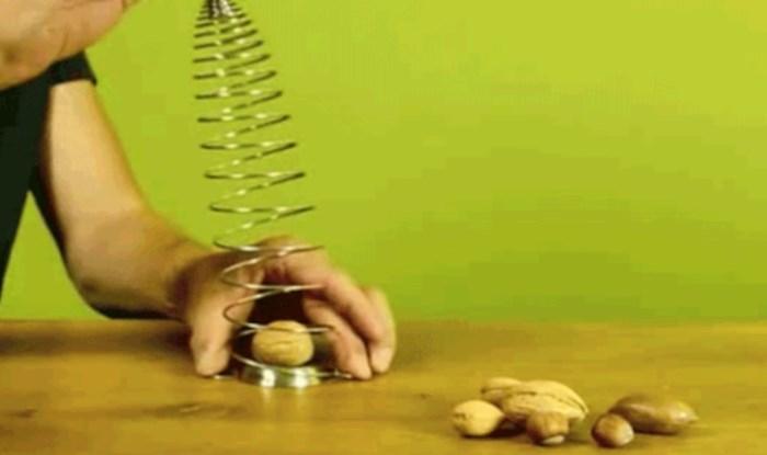 Genijalno rješenje za čišćenje oraha bez muke i čekića