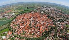 Nordlingen je grad koji se nalazi unutar kratera nastalog od udara meteorita