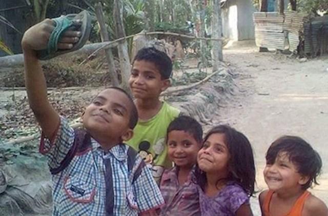 Mališani su bili zadovoljni iako to nije pravi selfie. :)