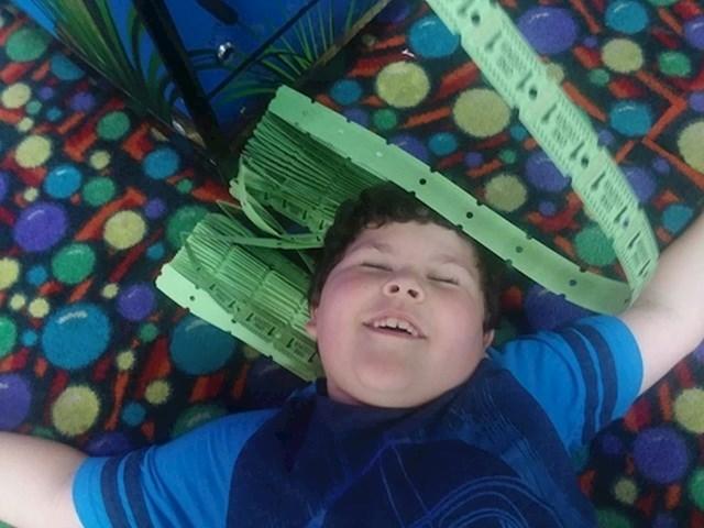 Dječak je osvojio 1000 besplatnih ulaza u lokalnu igraonicu. Evo kako je reagirao.