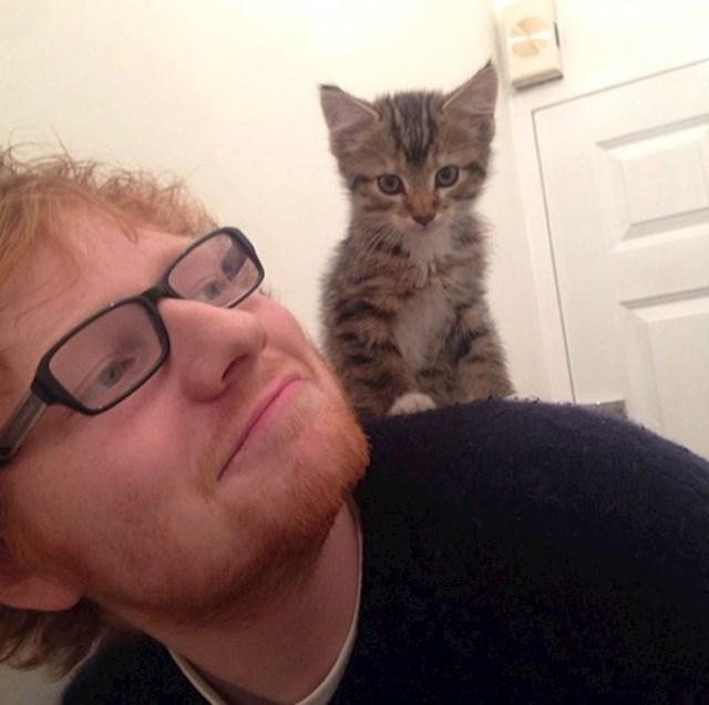 3. Ed Sheeran i njegov ljubimac.