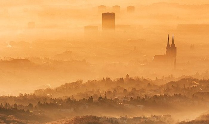 Predivna fotografija Zagreba u magli