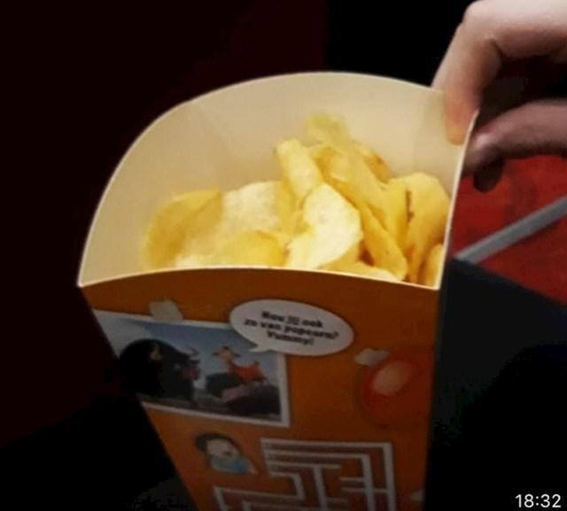 """""""Moje lokalno kino stavlja čips u kutiju kokica tako da šuškanje ne nervira ostale gledatelje."""""""