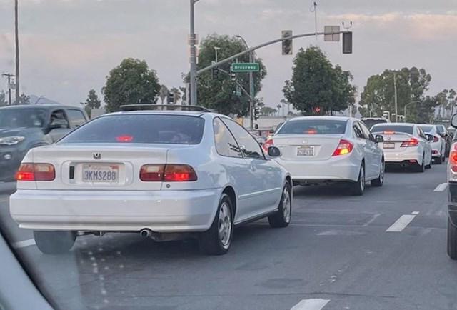 """""""Vidio sam 4 generacije Honda Civicsa, prema starosti, sve bijele boje."""""""