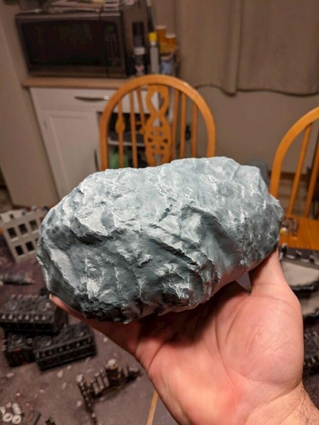 """""""Isprintao sam stijenu! Zatim je obojao da više liči na... stijenu!"""""""