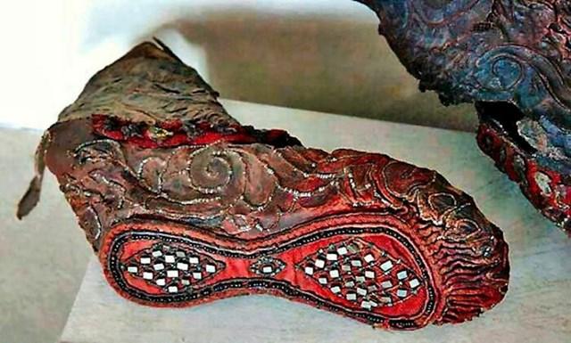 2300 godina stara skitska ženska čizma sačuvana u smrznutom tlu planine Altaj.