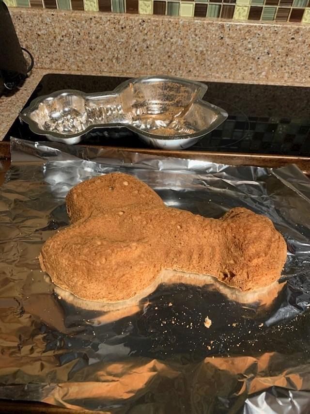 13. Ova osoba pokušala je napraviti kolač u obliku jastoga i vjerojatno cijelu stvar na kraju bacila u smeće.