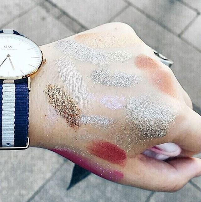 #15 Svaki put kad odete u trgovinu po jednu šminku. :)