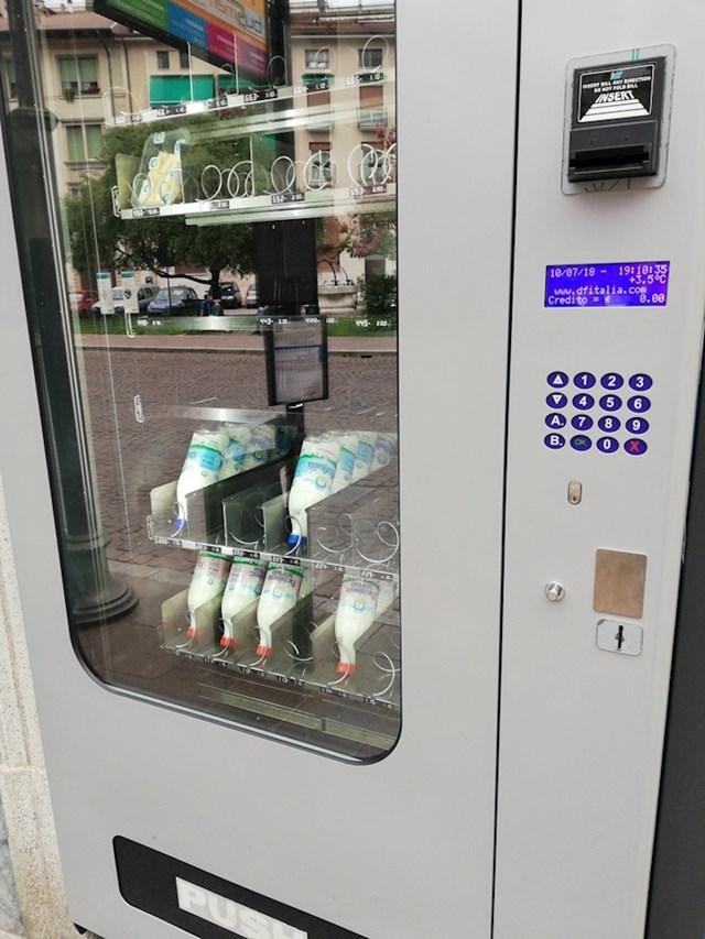 #13 Ovaj automat u Italiji nudi boce mlijeka i parmezan.