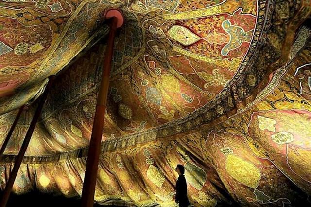Osmanski šator iz 17. stoljeća izrađen od svile i pozlaćene kože.