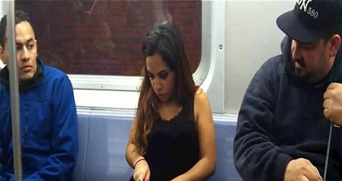 Ova djevojka ne gubi vrijeme, pogledajte što radi u vlaku na putu doma