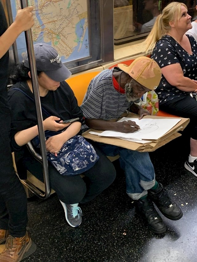 """6. """"Ovaj čovjek je skicirao ljude u podzemnoj željeznici i govorio im da su lijepi."""""""