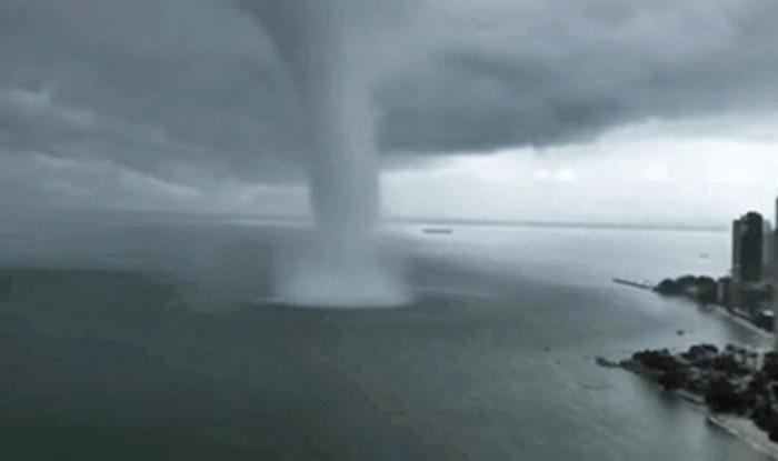 Pogledajte neočekivanu situaciju kad ogromna pijavica pogodi grad na samoj obali