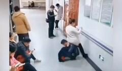 VIDEO Brižni suprug postaje ljudska stolica za svoju trudnu ženu
