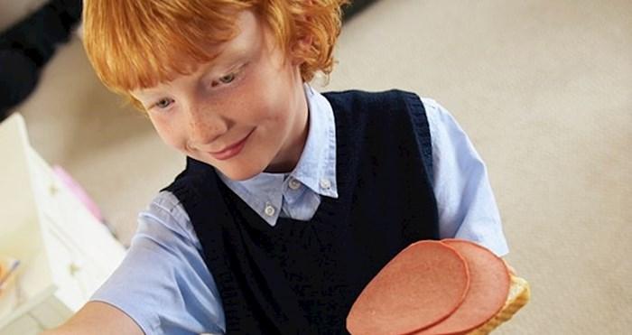 Pogledajte za što je ovaj dječak odlučio iskoristi salamu sa sendviča