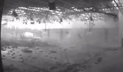 Pogledajte kako brzo tornado uništava dvoranu srednje škole