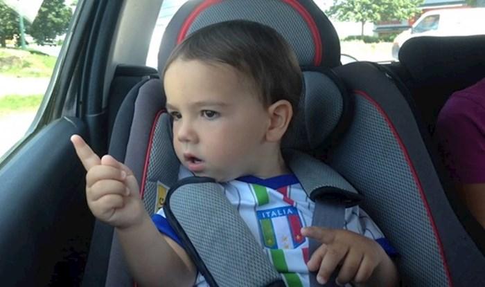VIDEO Dječaka je pogodila omiljena pjesma, njegova reakcija će vas nasmijati