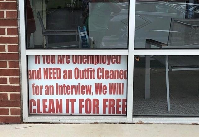 4. Ova kemijska čistionica pomaže nezaposlenima da svoju odjeću za razgovor za posao, besplatno očiste.