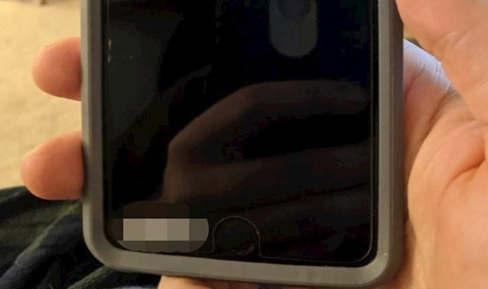 Djevojka je posjetila roditelje i pronašla smiješnu oznaku na mobitelu svoga oca
