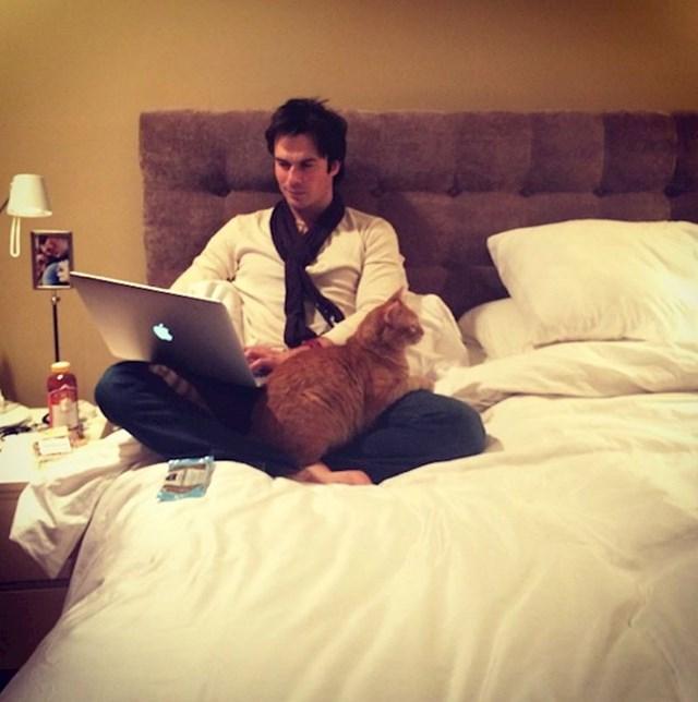 2. Ian Somerhalder i njegova mačka Moke.