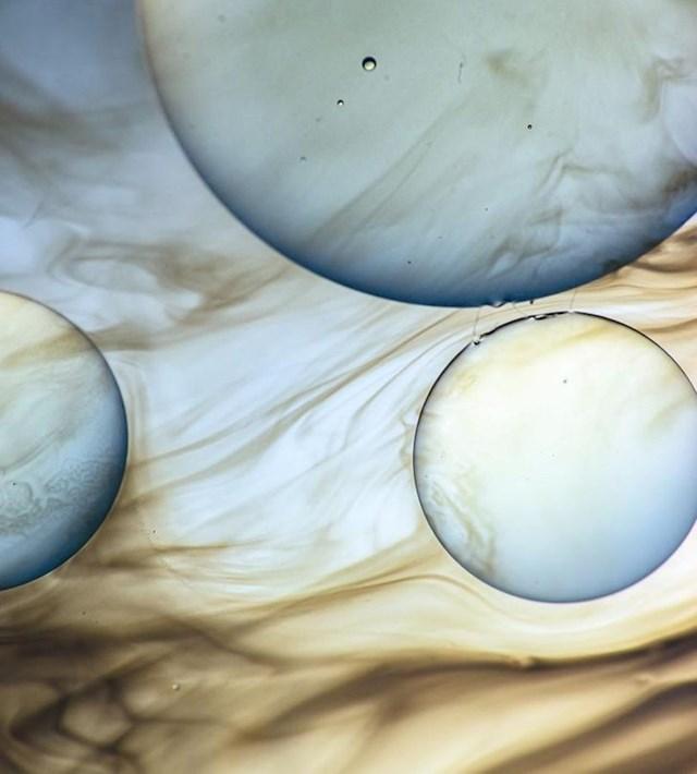 """""""Fotkao sam ulje na vodi sa sapunom i izgledalo je poput planeta."""""""
