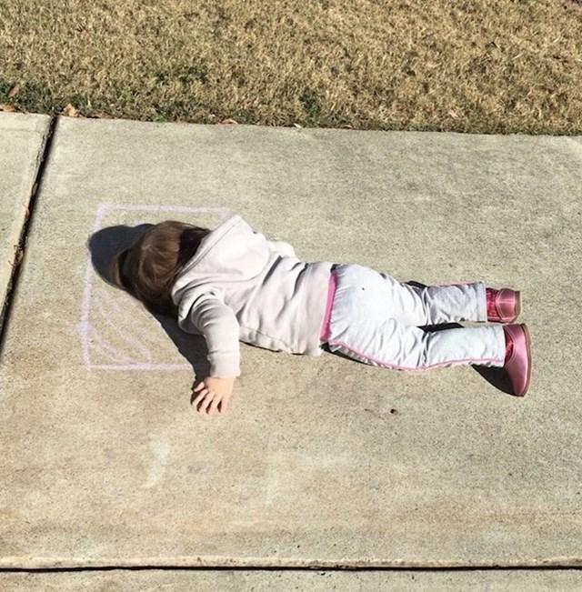 """""""Moja dvogodišnja kćer nacrtala je jastuk kredom, a zatim se uspavala ..."""""""