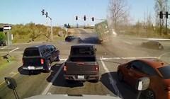VIDEO Neispravne kočnice ovog kamiona napravile su kaos u raskrižju