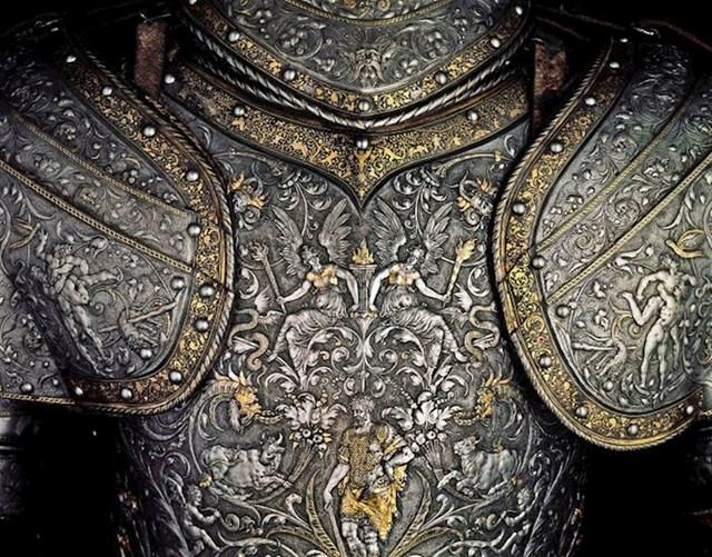Oklop austrijskog cara Maksimilijana II. Napravljen 1555. godine, sada je izložen u Kunsthistorisches muzeju u Beču.